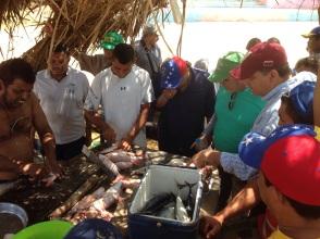 El candidato se comprometió en Amuay a reactivar la pesca