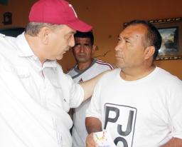 Casa a casa el candidato presentó su proyecto Paraguaná Grande