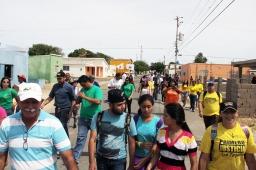 Los jovenes acompañaron al candidato en su recorrido por Punta Cardón