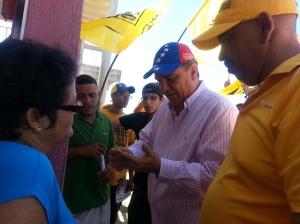 El candidato estuvo acompañado por el concejal Jorge Luis Ruiz y jóvenes de todos los partidos políticos.