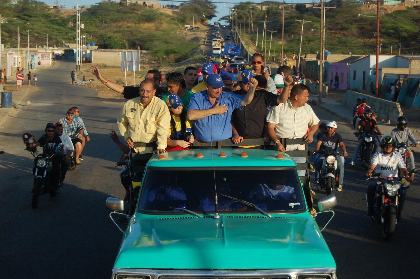 Multitudinaria caravana de la Unidad en Paraguaná